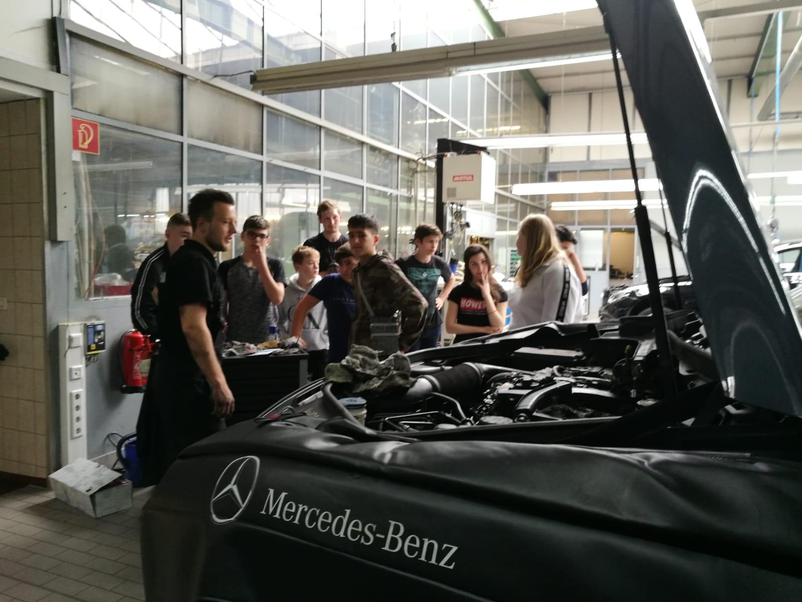 Wirtschaft pro Schule: Zu Besuch bei unserem Kooperationspartner Mercedes Kniest